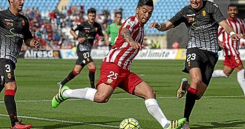 Lolo Reyes, en un partido con el Almería.