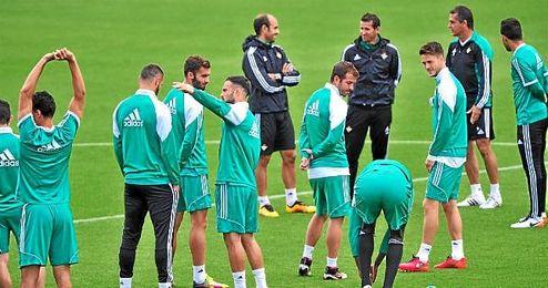 Imagen de un entrenamiento del Betis en la ciudad deportiva.