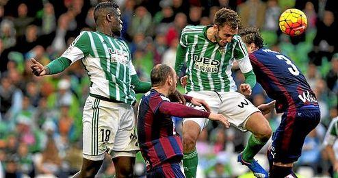 Imagen del partido disputado entre Betis y Eibar en el Benito Villamarín, correspondiente a la primera vuelta de la Liga.