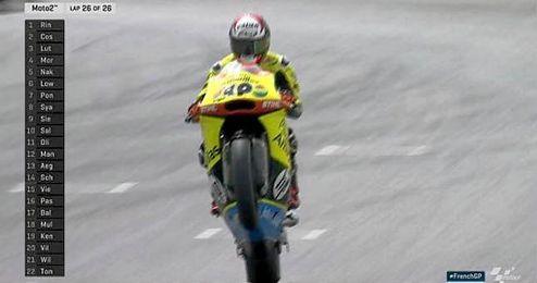 Rins logró la victoria por delante del italiano Simone Corsi (Speed Up) y el suizo Thomas Luthi (Kalex).