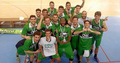 Los jugadores del Club Náutico de Sevilla celebrando el ascenso a EBA.