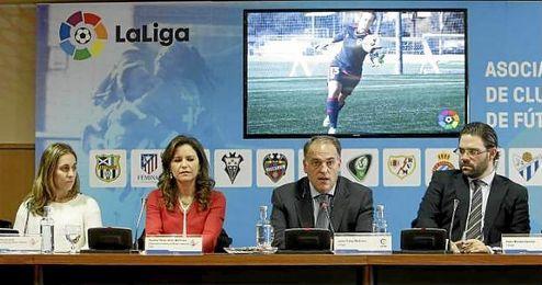 """""""Estamos trabajando para que el próximo año podamos ver partidos de fútbol femenino en la televisión nacional""""."""