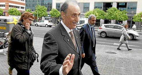 Lopera, llegando a los Juzgados de Sevilla.