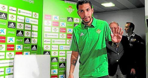 Petros suma 32 partidos en su primer año en España y eso ha llamado la atención de varios clubes.