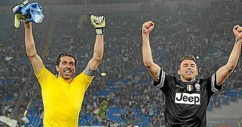 Buffon y Barzagli, claves para la Juventus