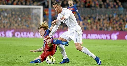 Rakitic y Ronaldo durante ´El Clásico´