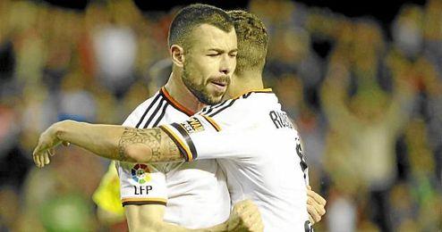 Javi Fuego, con la camiseta del Valencia.