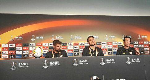 Coke, Carriço y Emery en sala de prensa.
