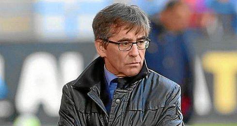 Fernando Vázquez sabe que el Mallorca se la juega este martes ante el Elche.