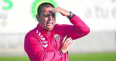 El aljarafe�o Manuel Luque volver� a lucir el escudo del Cabecense despu�s de sellar su renovaci�n.