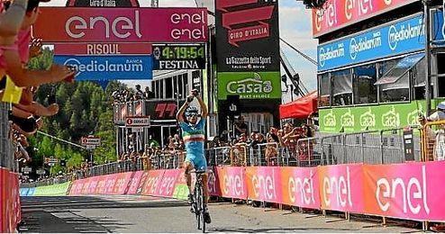 Nibali celebra la victoria