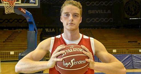 El base sueco del Baloncesto Sevilla Ludde Hakanson posando para ESTADIO Deportivo.