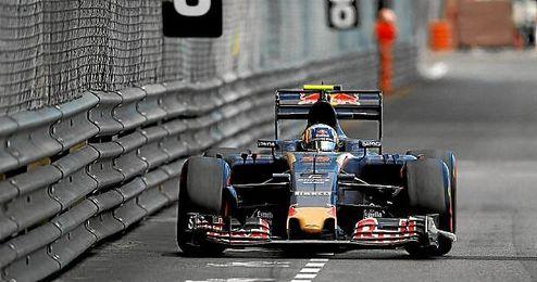 Carlos Sainz, con su Toro Rosso en Mónaco.