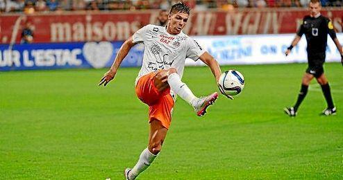 Jonas Martin controla un balón en un partido con el Montpellier.