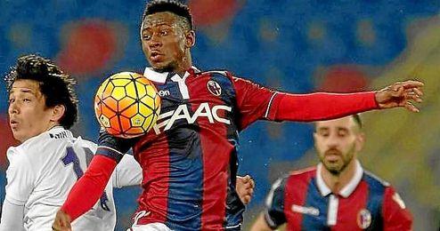 Amadou Diawara, en un partido con el Bolonia.