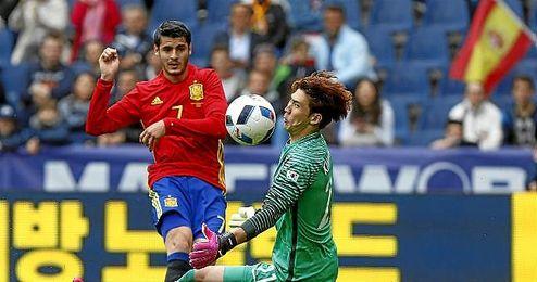 Morata supera al portero coreano Jung Sung-ryong.