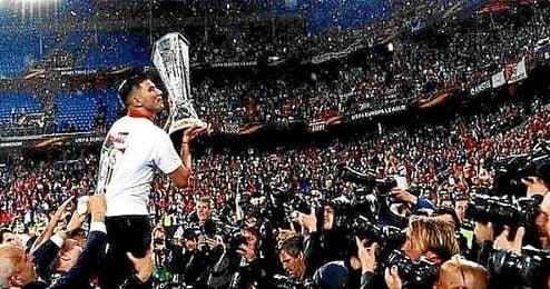 Reyes, levantó la quinta Europa League del Sevilla como capitán.