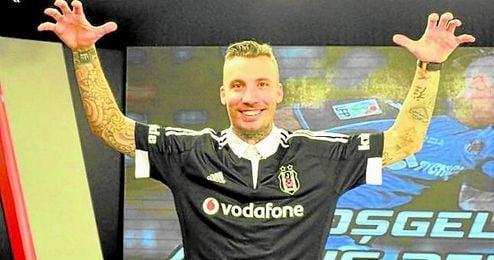 Alexis Ruano firmó por el Besiktas turco hasta 2018.