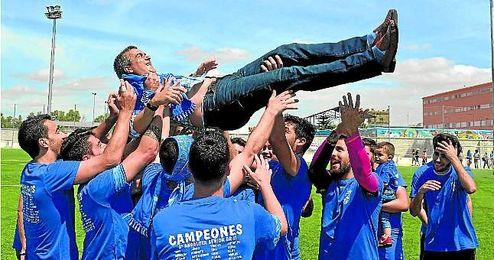 El Bellavista ha sido el claro dominador del G. II de Tercera Andaluza. Certificó el ascenso como campeón goleando al Triana (4-0), subiendo a Primera Andaluza.