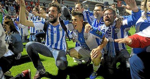 La afici�n del Legan�s celebr� con la plantilla el ascenso a Primera.