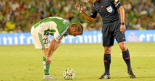 Van der Vaart, durante un partido de esta temporada ante el Deportivo.