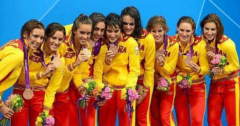 El equipo de natación sincronizada celebra la medalla conseguida en Londres 2012.