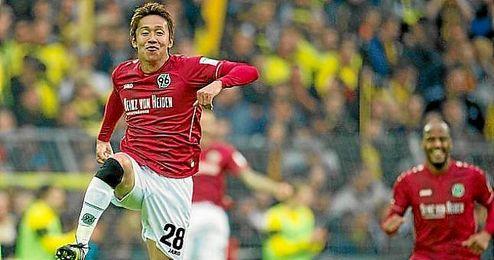 Kiyotake celebra un gol con el Hannover 96.