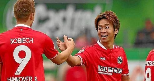 Kiyotake vestirá la camiseta del Sevilla hasta 2020.