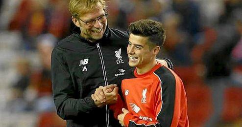 Joao Carlos, junto a Klopp, en un partido del Liverpool ante el Bournemouth.