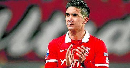 El mediocentro chileno de 25 a�os, a la finalizaci�n de un partido con el Twente holand�s.