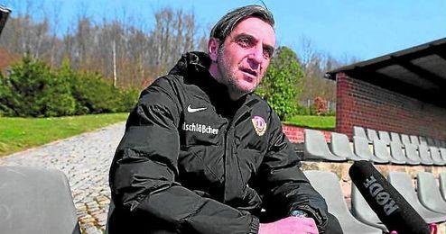 Ralf Minge, director deportivo del Dynamo de Dresde, orgulloso.