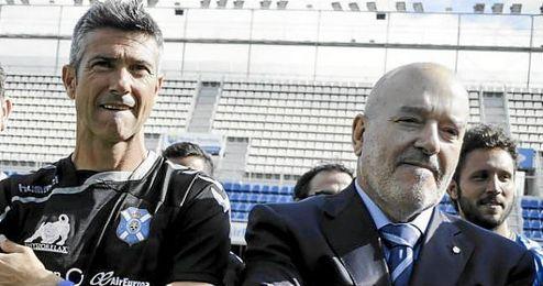 El exsevillista y actual entrenador del Tenerife, Pep Martí, junto a Concepción.
