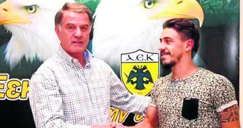 André Simoes, centrocampista portugués del AEK.