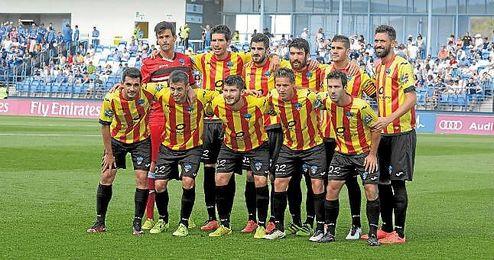 En la imagen, once inicial del Lleida, último escollo del Sevilla Atlético para certificar su ascenso a Segunda división.