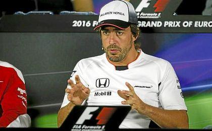 """""""Creo que hemos tenido un problema de presi�n de gasolina y el motor se ha parado"""", explic� Alonso tras su problema."""