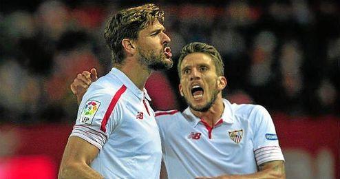 Llorente celebra un gol con el Sevilla.