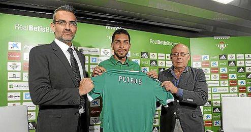 Petros, junto a Macià y Ollero en su presentación.