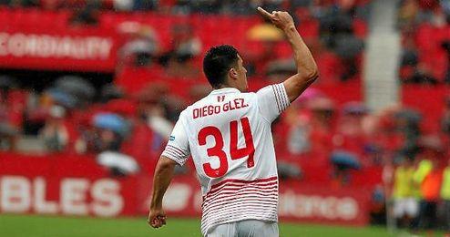 Diego Gonz�lez celebra su gol con el Sevilla el d�a de su debut en Liga.
