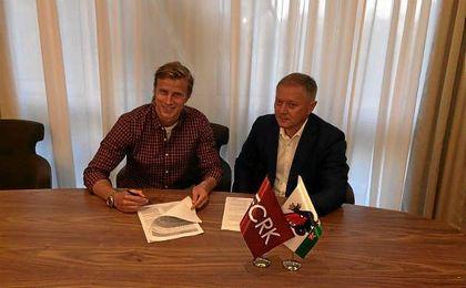 Moritz Bauer tras estampar su firma en el contrato que le une al Rubin Kazan.