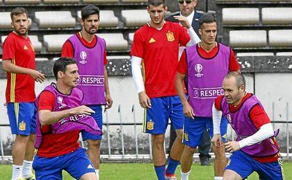 Espa�a, preparando el partido ante Croacia, en Bourdeaux.