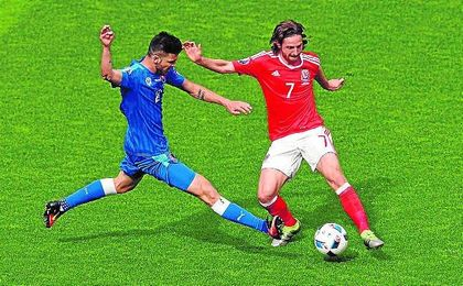 Joe Allen (derecha) está realizando una gran Eurocopa con Gales.