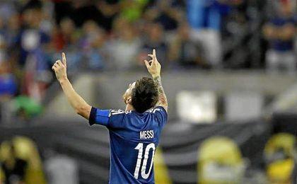 Messi encabeza la lista de goleadores de su selecci�n.