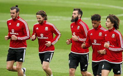 Bale y Joe Allen, entrenándose con Gales.