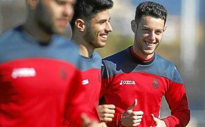 Jorge Franco Alviz (a la derecha) bromea durante un entrenamiento con Marco Asensio.