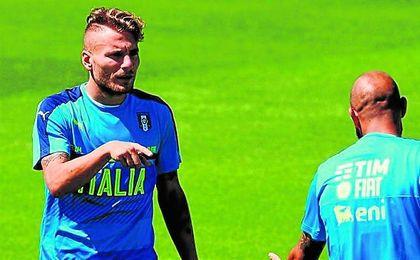 Ciro Immobile, con nuevo ´look´ durante un entrenamiento de la selección italiana.