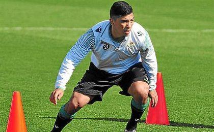 A Lolo Reyes le queda un año más de contrato en el Betis.