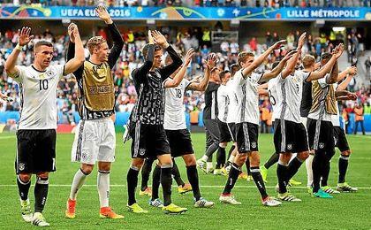 Los jugadores de Alemania celebran el triunfo.
