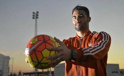 Vicente Iborra posa para ESTADIO Deportivo en la ciudad deportiva del Sevilla.