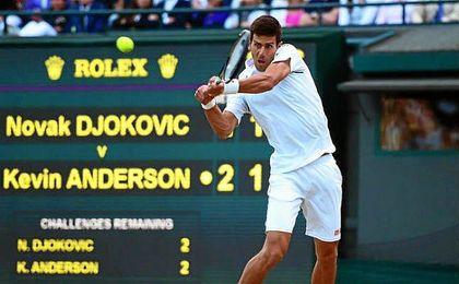 Novak Djokovic llega a Wimbledon como principal candidato al triunfo final.