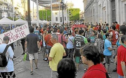 Los aficionados del Baloncesto Sevilla se manifestaron en el centro de la ciudad.